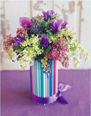 ...бисера, кусочков яркой ткани можно красиво декорировать обыкновенную стеклянную... замечательные вазы.