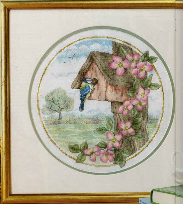 Попугай.  Восточные цветы и птички.Вышивка крестом.  Птичьи сезоны.  Часть 39.