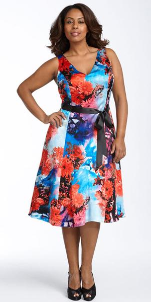 платье выпускной ниже колена с закрытыми рукавами