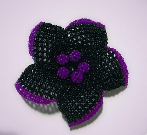 брошка цветок из бисера
