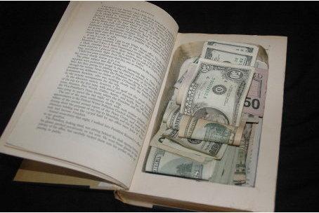 Для этого положите деньги в целлофановый пакетик и заверните его в...