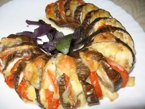 Баклажаны запеченные с сыром и помидорами рецепт