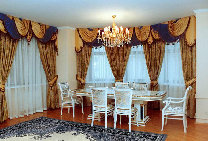 В каждом доме хозяйка беспокоится и следит за порядком и уютом.