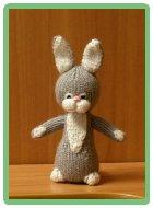 Игрушка связанная крючком заяц. игрушка связанная спицами заяц.