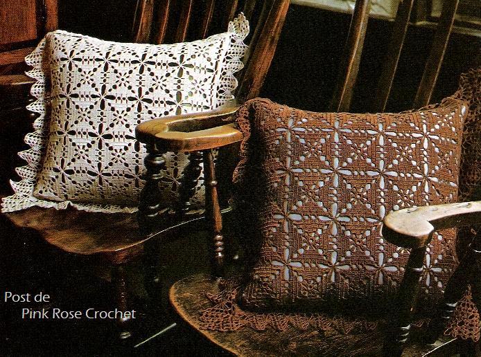 Смотрите еще схемы декоративных подушек вязаных крючком.