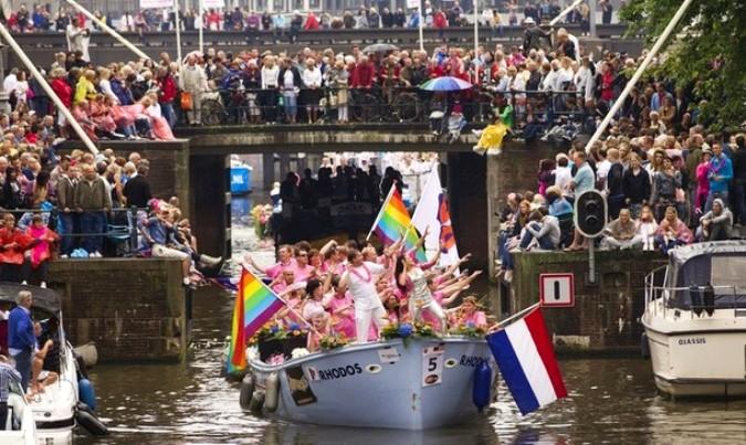 Ежегодный гей-парад в Амстердаме, Нидерланды, 7 августа 2010 года.