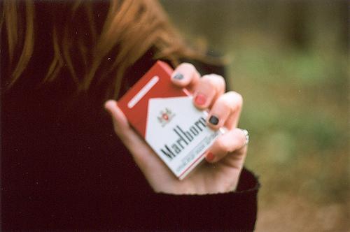 картинки девушек с сигаретой на аву в вк