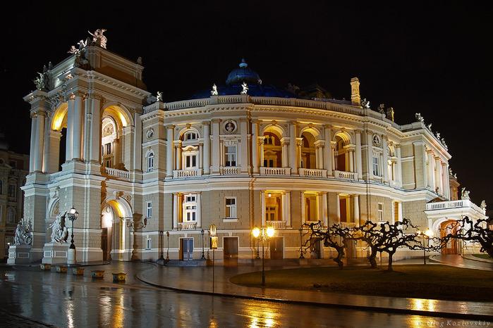 """Предмет: Одесский оперный театр и  """"Бал-маскарад """" Верди."""