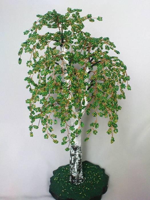 из бисера весеннее дерево.