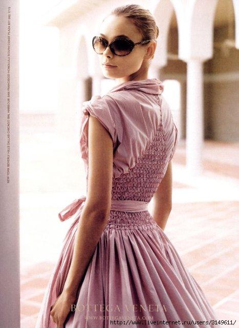 ... откопала такое платье с буфами. такое платье с буфами.