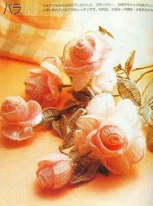 Воротник из вязанных роз! очень оригинально и красиво.