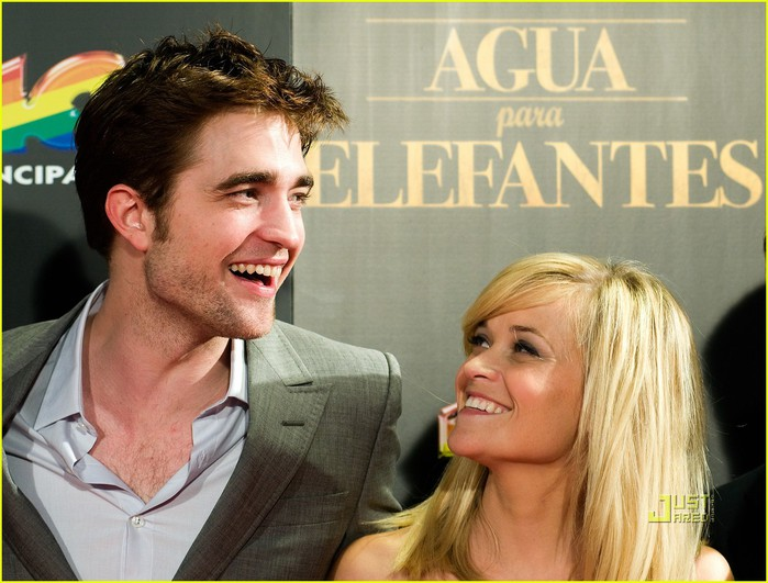 reese-witherspoon-spain-robert-pattinson-water-for-elephants-01 (700x531, 97Kb)