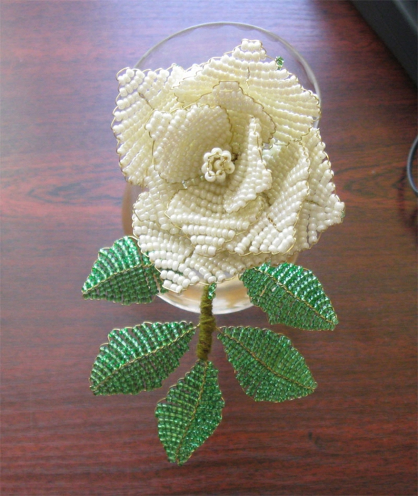 Роза белая из бисера