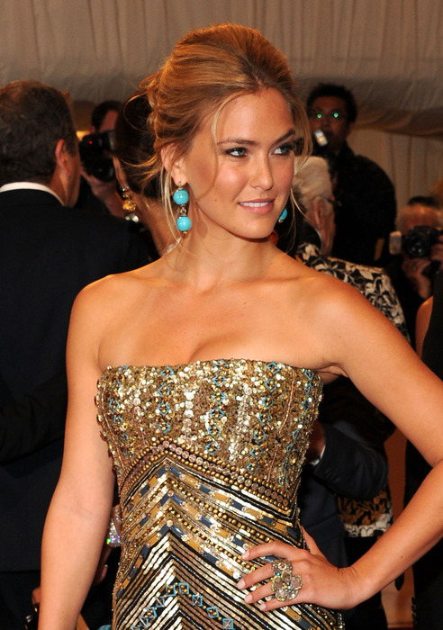 28685_Tikipeter_Bar_Refaeli_Savage_Beauty_Gala_001_123_121lo (492x700, 144Kb)