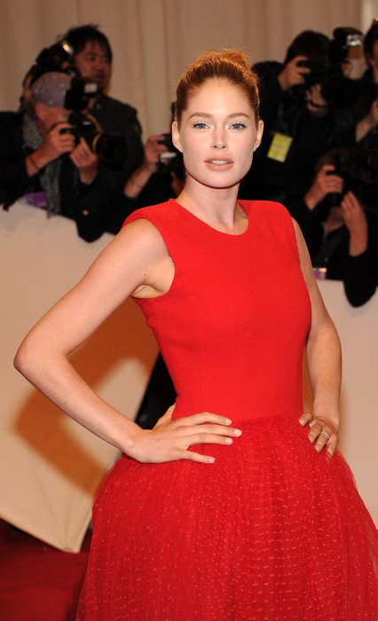 28958_Tikipeter_Doutzen_Kroes_Savage_Beauty_Gala_002_123_238lo (426x700, 88Kb)