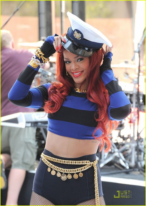 rihanna-today-show-performances-03 (495x700, 93Kb)