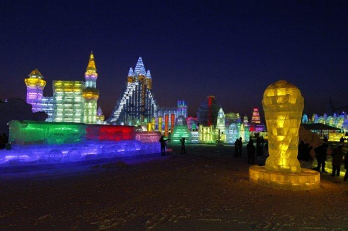 фестиваль ледяных скульптур харбина 1 (700x466, 203Kb)