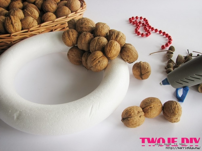 рождественский венок из грецких орехов (2) (700x525, 207Kb)