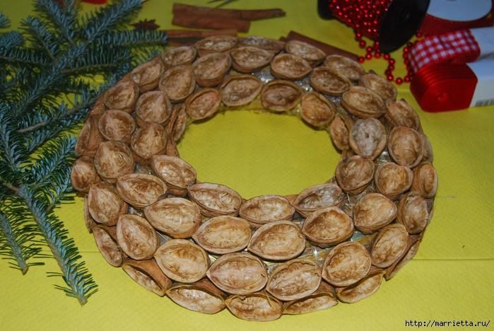 рождественский венок из грецких орехов (34) (700x468, 311Kb)