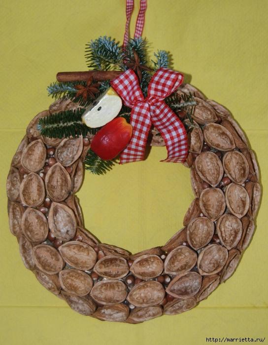 рождественский венок из грецких орехов (36) (544x700, 306Kb)