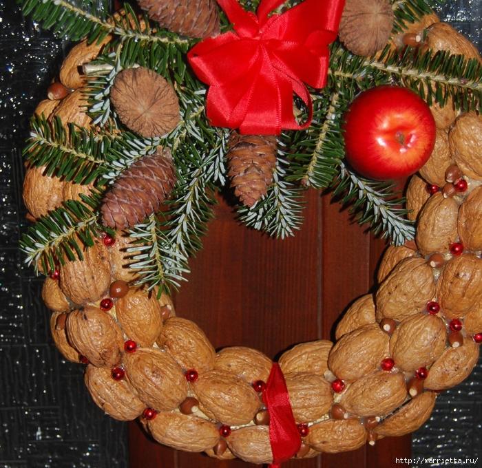 рождественский венок из грецких орехов (39) (700x680, 482Kb)