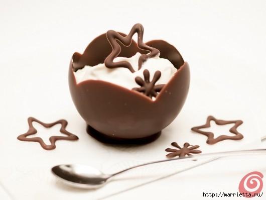 Шоколадные вазочки для мусса из белого шоколада. Праздничный десерт (7) (530x398, 70Kb)