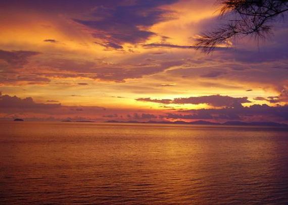 наблюдения за заходящим солнцем на море (570x406, 179Kb)