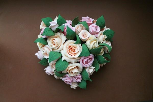 Розы из полимерной глины. СЕРДЦЕ ИЗ РОЗ (1) (600x400, 109Kb)