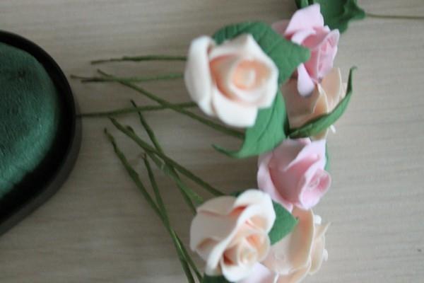 Розы из полимерной глины. СЕРДЦЕ ИЗ РОЗ (41) (600x400, 94Kb)