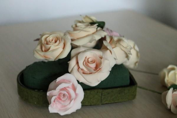Розы из полимерной глины. СЕРДЦЕ ИЗ РОЗ (45) (600x400, 97Kb)