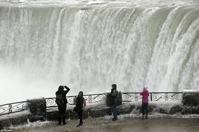 За 100 лет замерз ниагарский водопад