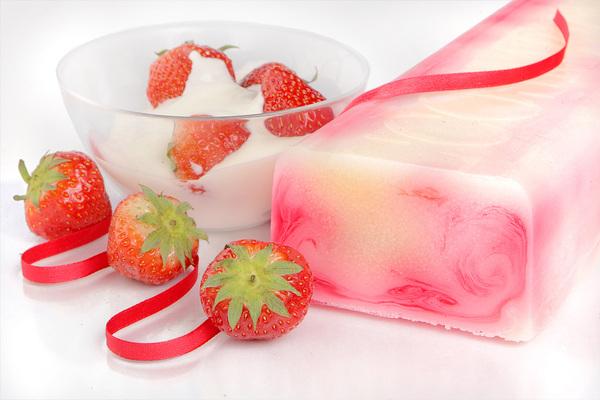 Клубника в йогурте (600x400, 94Kb)