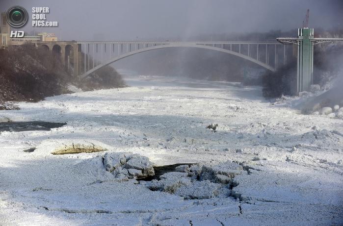 замерзший ниагарский водопад фото 8 (700x461, 263Kb)