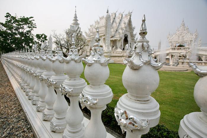 белый храм таиланд фото 3 (700x466, 363Kb)