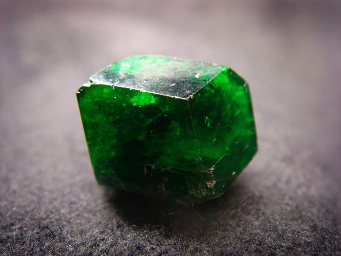 77023968_demantoid1 (700x525, 78Kb)