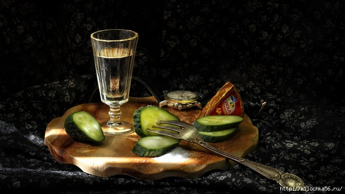 eda_pite_vodka_butylka_spirtnoe_ogurec_2560x1440 (400x293, 194Kb)