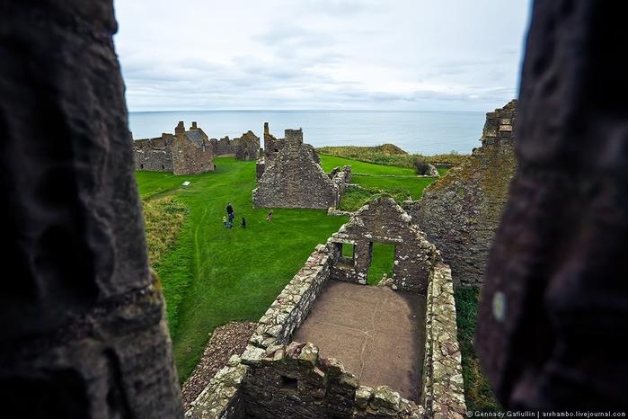 шотландский замок данноттар 4 (700x466, 209Kb)
