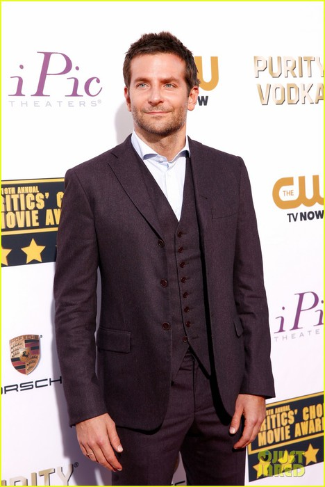 bradley-cooper-critics-choice-movie-awards-2014-red-carpet-04 (468x700, 72Kb)