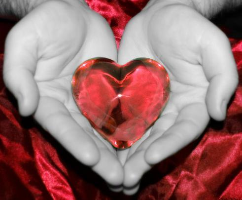 сердце в ладони (491x405, 24Kb)
