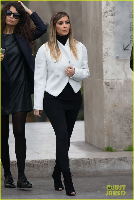 kim-kardashian-paris-museum-visits-with-azzedine-alaia-11 (470x700, 68Kb)