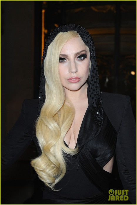lady-gaga-front-row-at-atelier-versace-paris-show-02 (466x700, 60Kb)