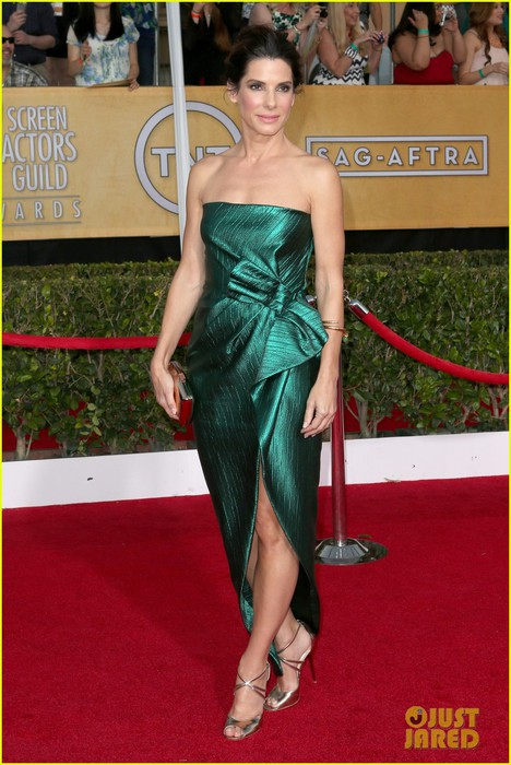 sandra-bullock-sag-awards-2014-red-carpet-01 (468x700, 98Kb)