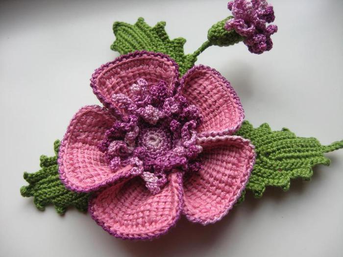 Красивая брошь цветок крючком