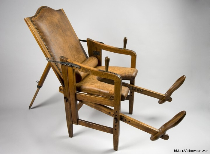 Сидит в гинекологическом кресле смотреть онлайн 1 фотография