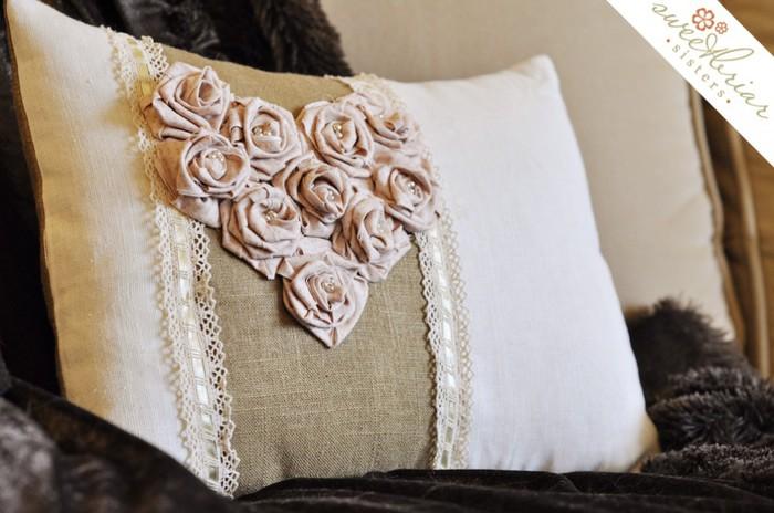 как сшить подушку с розами ко дню всех влюбленных