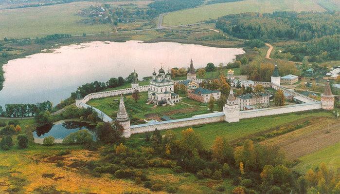 Свято-Успенский Иосифо-Волоцкий монастырь (700x398, 97Kb)