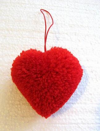 Шарфики и валентинка из помпонов (8) (324x426, 298Kb)