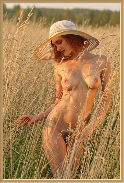 Фото русской в поле голой