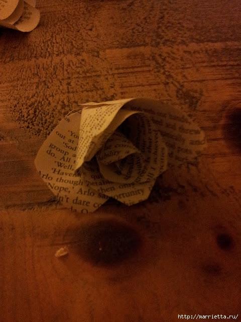 Розы из книжных и печатных страниц (4) (480x640, 172Kb)