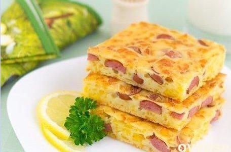 Пирог на кефире с сосисками
